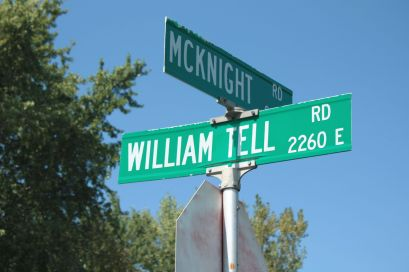 East William Tell is south of Mailand. It's paved and it's a hoops haven.)