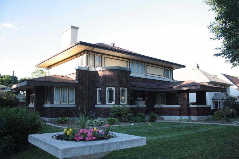 The Frank and Rosa Seifert House at 975 Osceola is a Prairie School style home built in 1915.