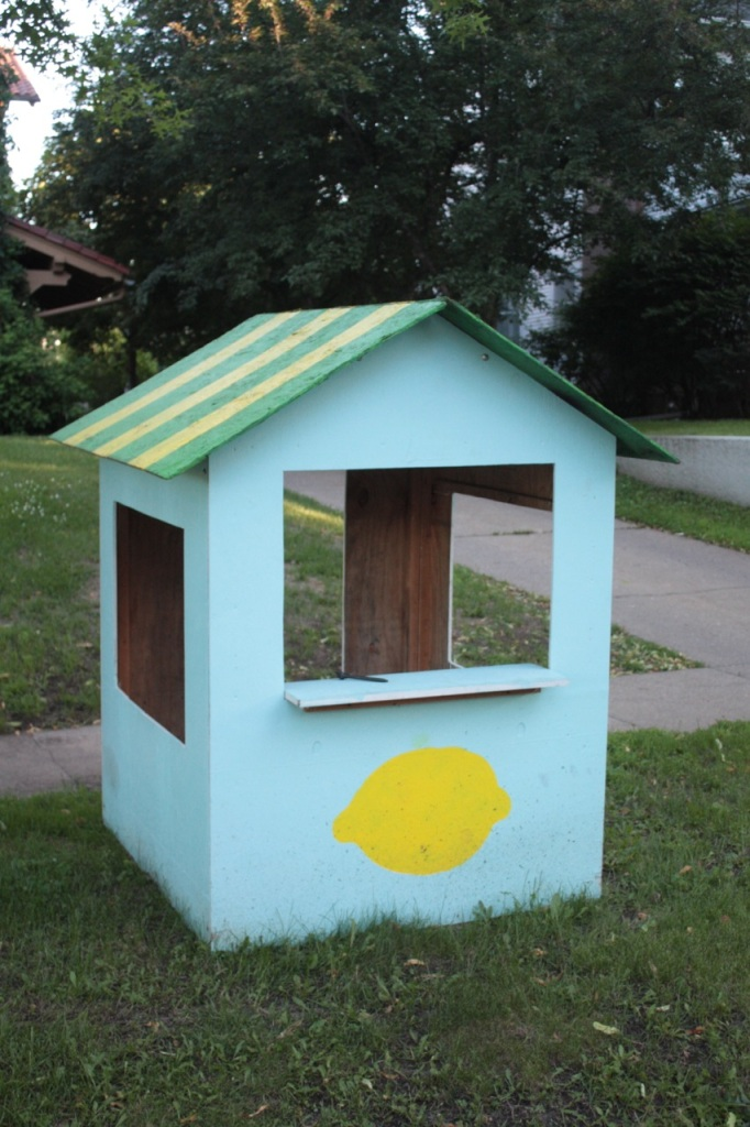 Nice digs for a lemonade stand. It reminds me of Lucy Van Pelt's psychiatry booth. 744 Osceola.