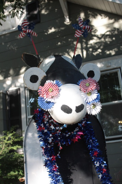 Rosie the Holstein decorated for Independence Day.