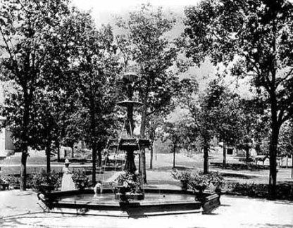 The original Irvine Park fountain, circa 1900. Courtesy Minnesota Historical Society