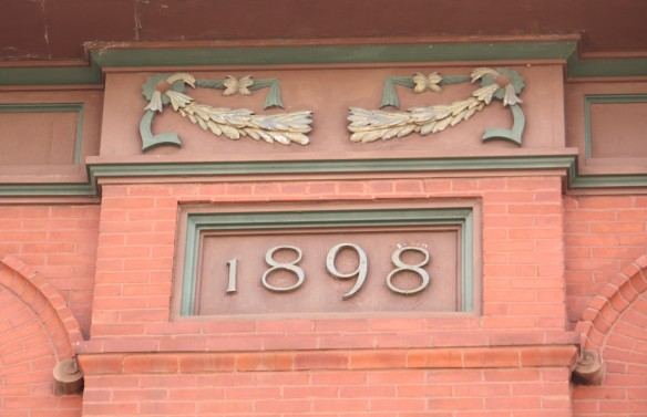 The year 162 College Avenue built.
