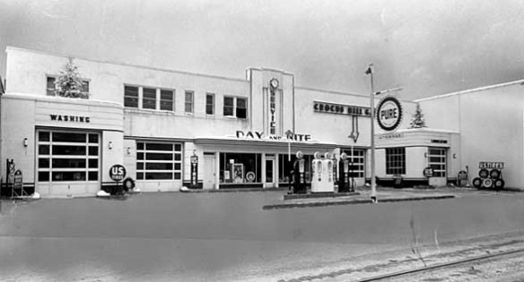 650 Grand was an Art Deco style service station in the mid 1940s.