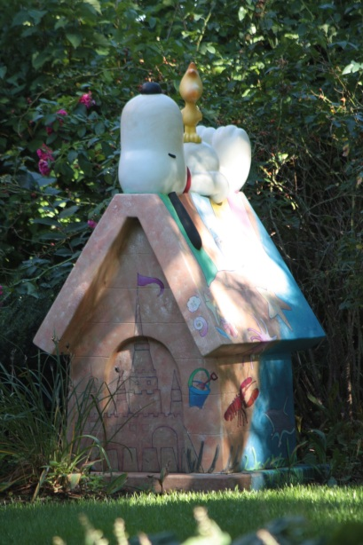 Snoopy and Woodstock enjoy the sunny, cool autumn afternoon in the back yard of 6 Crocus Hill.