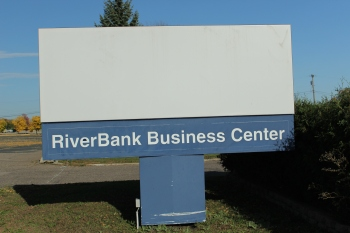 The U.S. Bank sign has been removed but a clue to the empty building's most recent use remain.