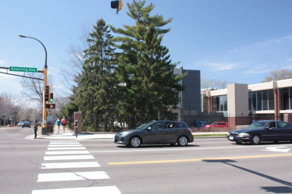 The view westward at Snelling and Grand Avenues. The two buildings on the right are part of Macalester.