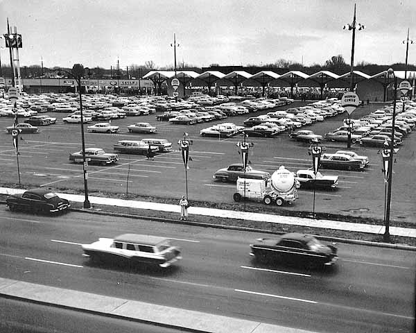 The recently opened Midway Center in 1960. Photo courtesy of Minnesota Historical Society.