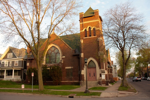 Unity Baptist Church formed in the mid-1990s from the merger of the Open Door Baptist Church, an African-American congregation and the white congregation of the former Park Baptist Church. The churches were about eight blocks apart in  Summit-University and are located in what was Park Baptist.