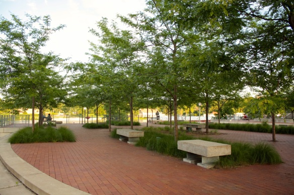 Chestnut Plaza is a delightful public area at the east end of the Upper Landing. Amenities include benches, trees, a fountain and access to the shore of the river.