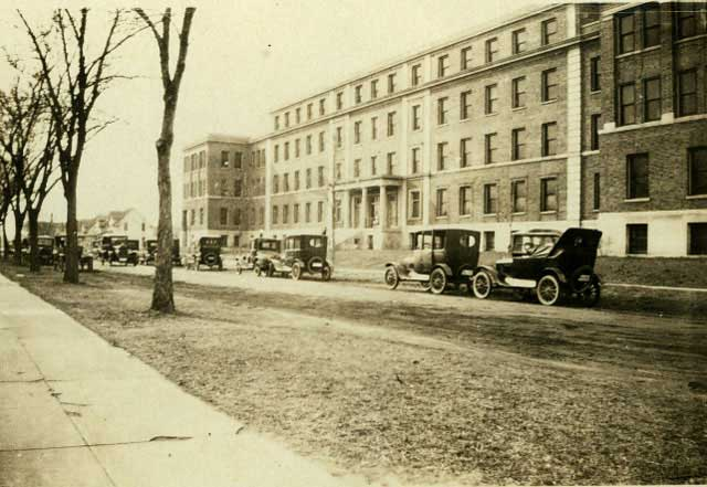 Northern Pacific Hospital in 1925. The street has yet to be paved when the picture was taken. Courtesy Minnesota Historical Society.