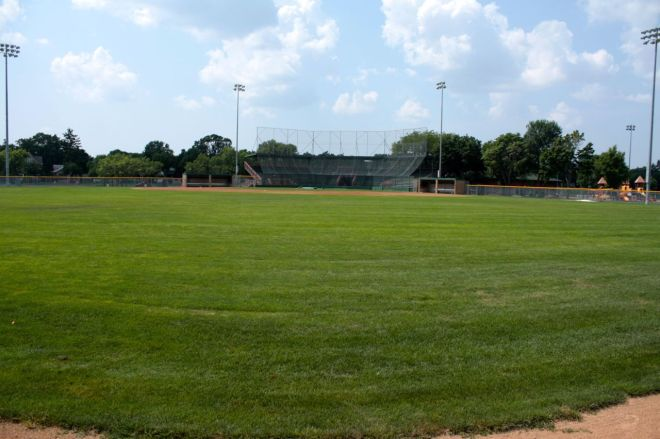 It is 372 feet from home plate to the centerfield fence.