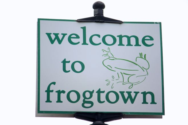 This fun sign on Minnehaha Avenue between Victoria and Milton, is a great greeting to those who enter Frogtown.