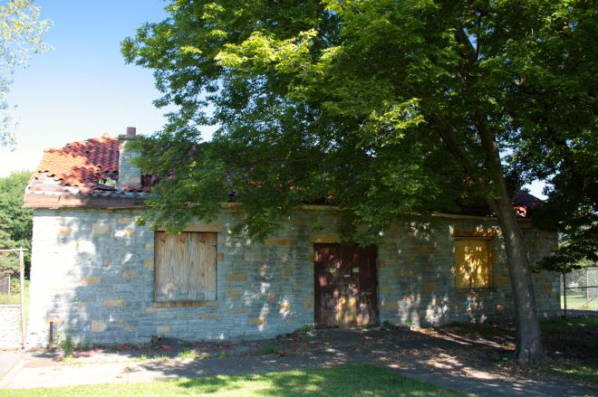 The old Highland Park pool bath house is in desperate need of renovation.