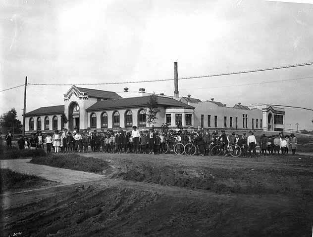 Randolph Heights Elementary School in 1925. Photo courtesy courtesy Karen Duke and Randolph Heights.