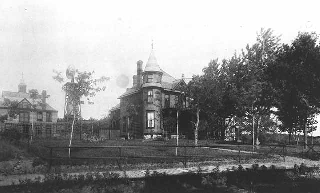 The Cary I. Warren residence, 1265 West Como, circa 1888. Courtesy Minnesota Historical Society.
