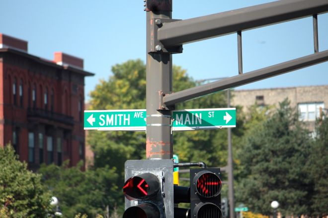 To blur maters more, south of this intersection Main Street becomes Smith Avenue.