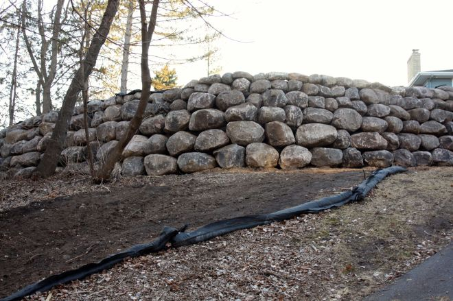 about halfway down the Edgcumbe hill I saw this boulder retaining wall. Since I was moving at more than 20 miles per hour at the time I had to turn around and climb back up Edgcumbe to take this picture. I have dozens of questions about the construction of the wall.