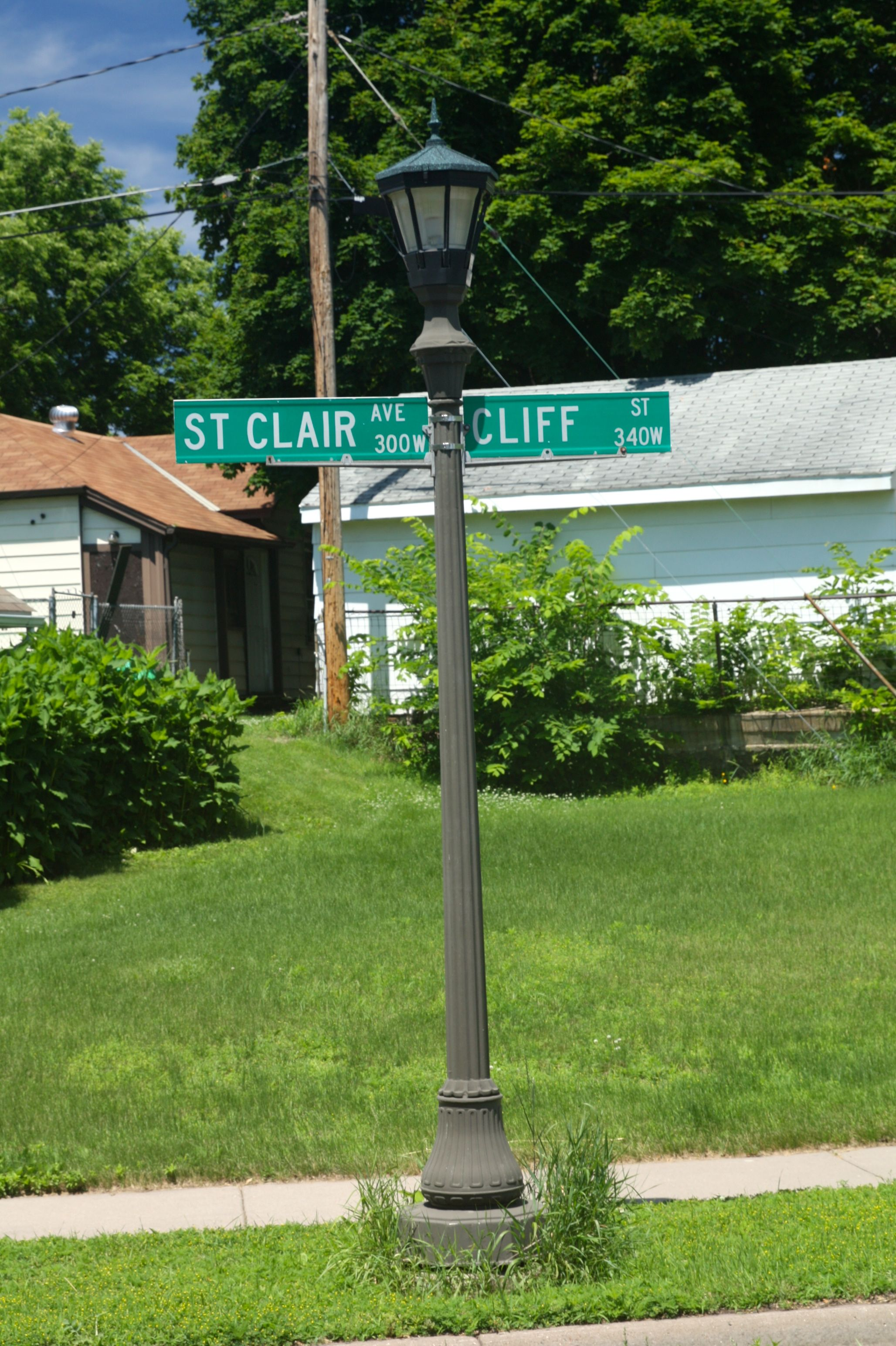 The street changes in absolutely no observable way, but St. Clair Avenue becomes Cliff Street. Even the address numbers continue uninterrupted.