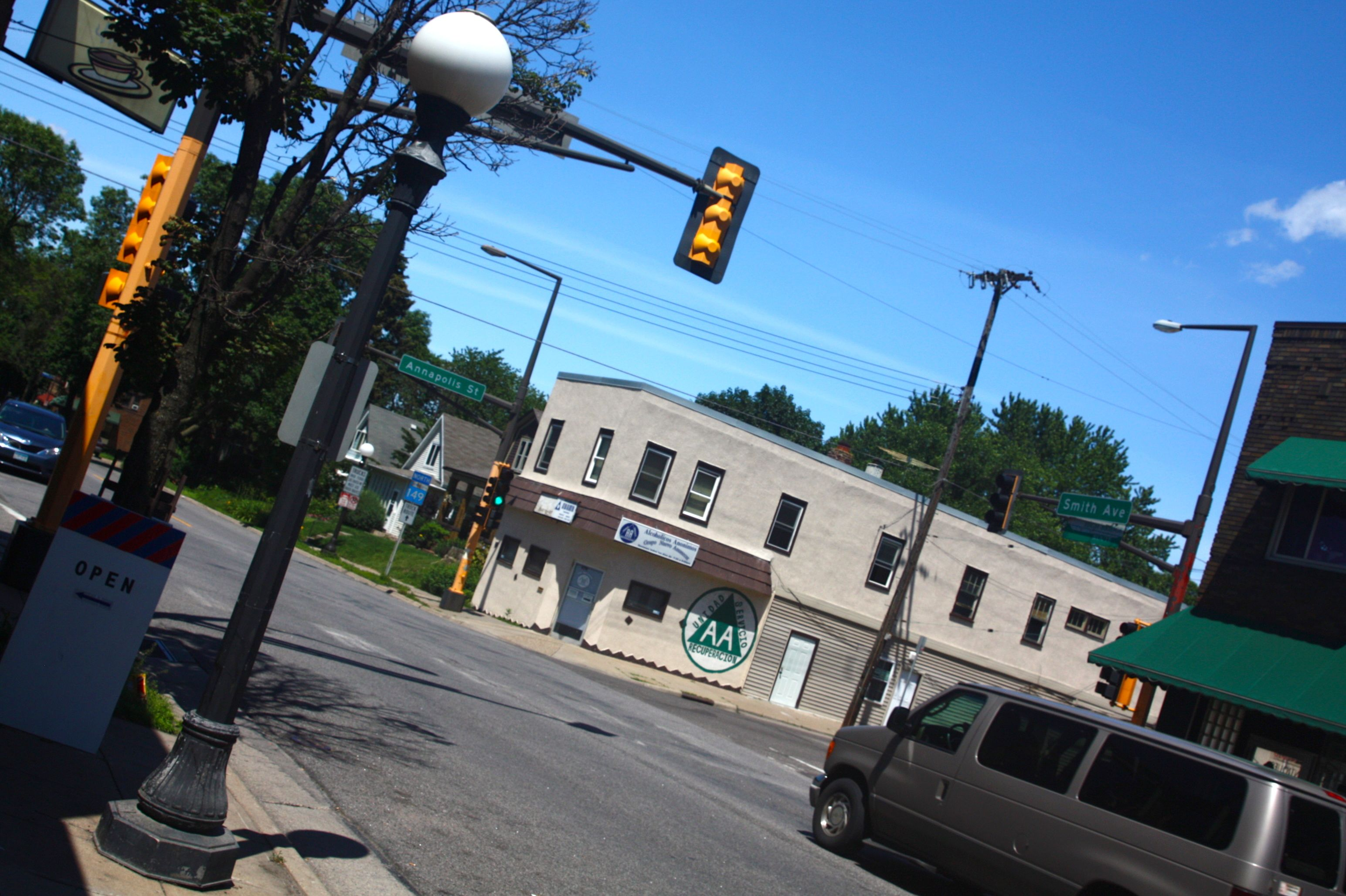 Annapolis Avenue and Saint Paul's border with West St. Paul. The street light post on the left is one of several of the same style as those in Saint Paul.