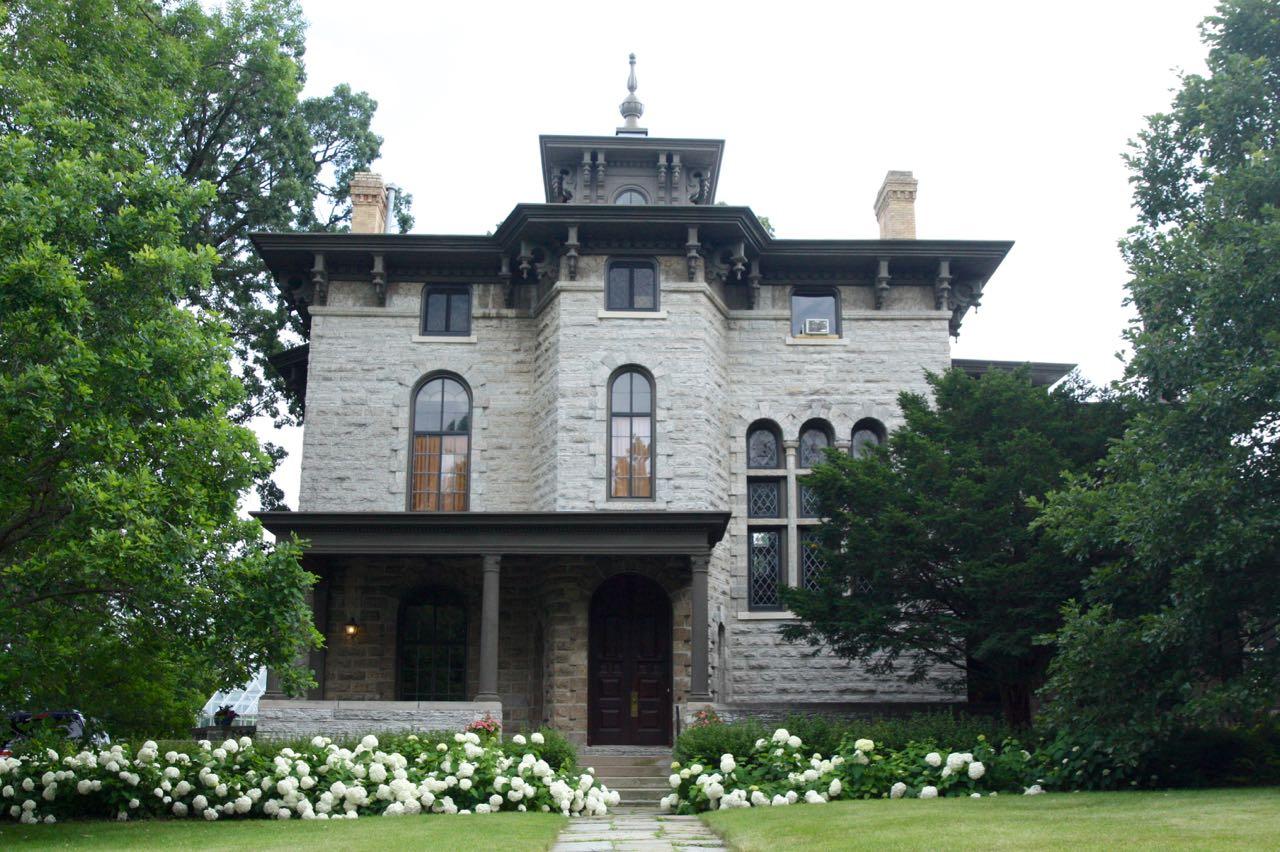 b-l-g house1