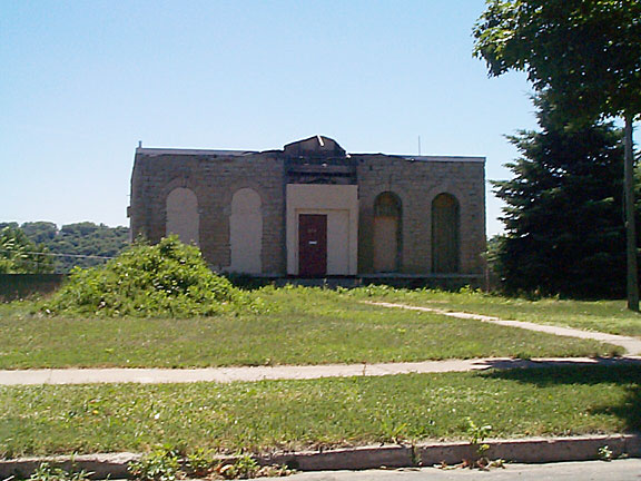 The Cullen House was boarded up and roofless as late as 2001. Photo courtesy www.placeography.org and Joe Hoover.