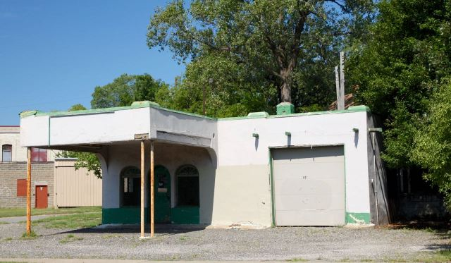 Built in 1929, its best days are long past, but this former Skelly gas station at 847 Hudson Road East remains a gem of design, especially compared to the cookie-cutter convenience store/gas stations so common today.