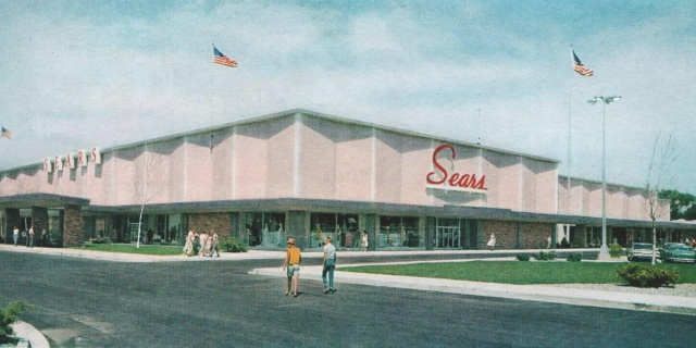 The Rice Street Sears store shortly after opening in March 1963. Photo courtesy Pleasant Family Shopping