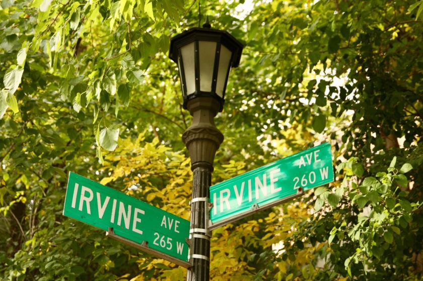 These are the street signs at the east end of Irvine. Nothing confusing about this.