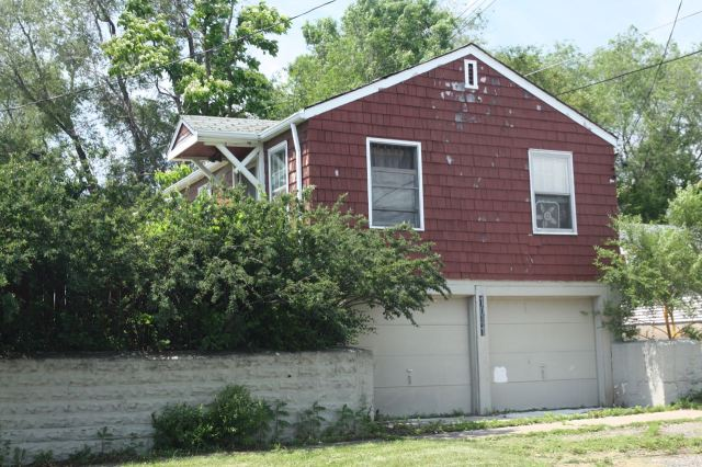 Ramsey County property records say this one story, 480 square foot house is from 1944.
