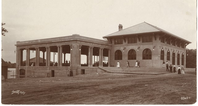 When this picture was taken in 1906 the original Como Park Pavilion was brand new. Photo courtesy MNHS
