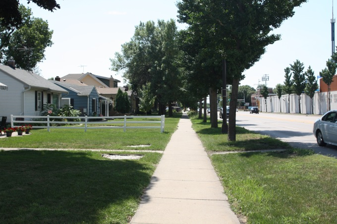 Looking south on Snelling. The Fairgrounds are on the right.