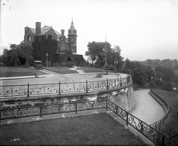 The George Benz House, 5 Sherburne Avenue, shot from Merriam's Overlook, circa 1915. Photo Minnesota Historical Society