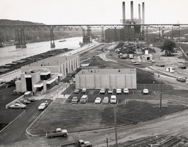 Kaplan Scrap Yard occupied 10 acres near the Mississippi in 1966. The road next to the river barges is Shepard. Courtesy Minnesota Historical Society
