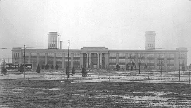 Brown & Bigelow headquarters in 1914 on University Avenue between Griggs and Syndicate Streets. Most of the right portion of the building stands today (without the tower) as the Bigelow Building.
