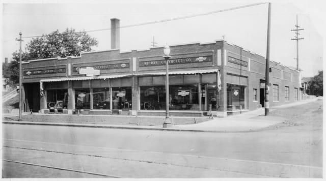 Midway Chevrolet's University Avenue building about 1925. Courtesy Minnesota Historical Society